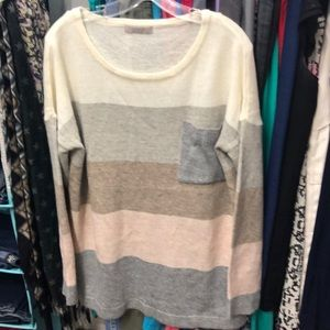 Tops - NWOT never worn oversized sweater